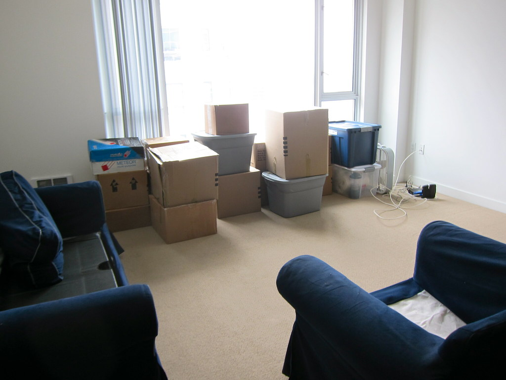 End of Lease Carpet Cleaning Blacksoil - Who Should Do Your Move-Out Cleaning?